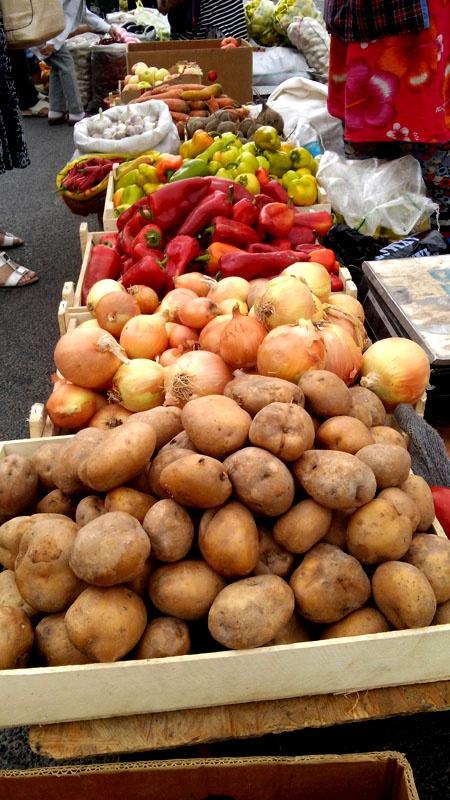 Цены на картофель варьировали от 80 до 120 тенге за килограмм, лук от 80 тенге
