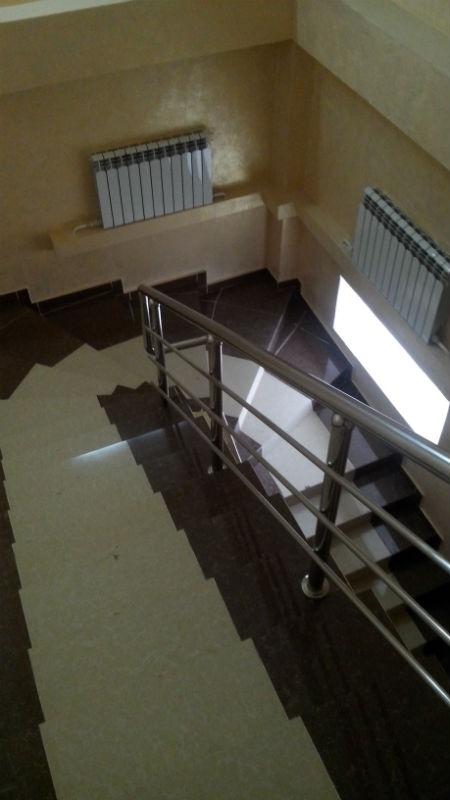 На двух этажах расположились 3 больших зала