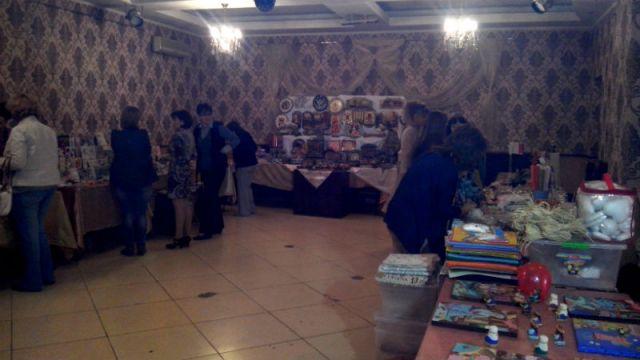 На выставке-продаже ручных изделий свои работы представили около 20 мастериц Южного Казахстана