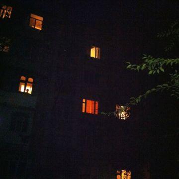 """Из окна дома № 39 по улице Джангильдина (мкр-он """"Карасу"""") выпал четырехлетний ребенок."""