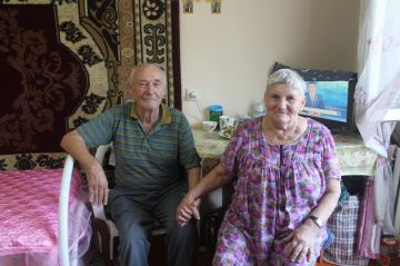 Неожиданный визит гостей растрогал многих пенсионеров