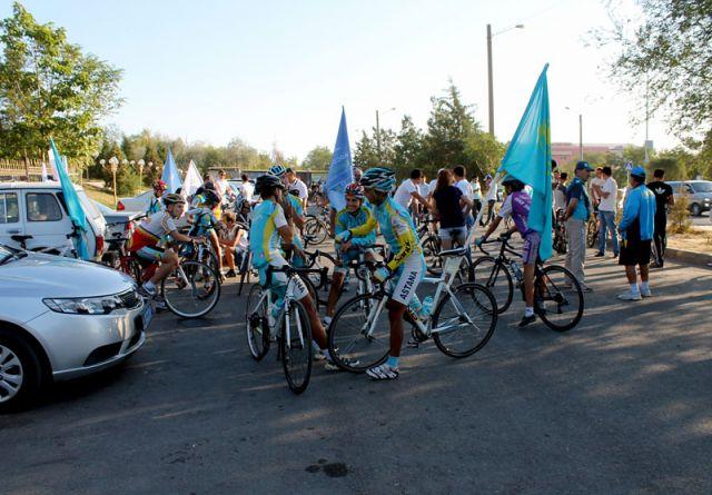 Участники велопарада собирались возле Дендропарка