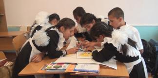 Уровневую программу разработанную центром педагогического мастерства совместно с Кембриджским университетом, успешно апробируют в 7-ми школах города