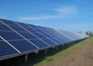 Солнце является самым мощным возобновляемым источником: количество энергии, падающее на поверхность Земли от Солнца за день, превосходит мировое потребление за год