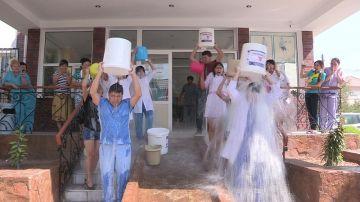 Акцию Ice Bucket Challenge поодержали специалисты медицинского центра доктора Орынбаева