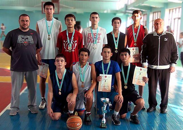 Юношеская сборная ЮКО и ее наставники