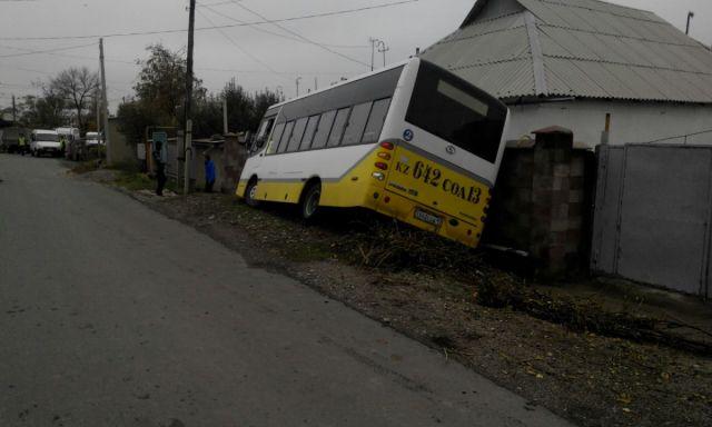 автобус снес задвижку