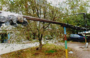 После отъезда ремонтной бригады во дворе ровным счетом ничего не изменилось – трубы как были в ободранном состоянии, так и остались в нем же