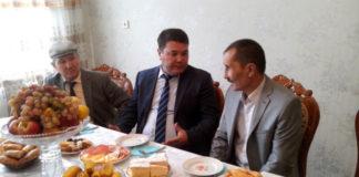 В честь дня пожилых людей и казахстанского дня инвалидов, чиновники с подарками, лично объехали десятки домов
