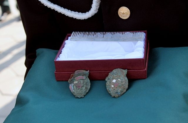 С останками были найдены и личные вещи Касымбека Нурсеитова - алюминиевая расческа с именем и фамилией бойца, а также его боевые награды