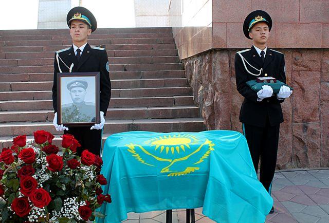 Останки южноказахстанского офицера привезли в Шымкент