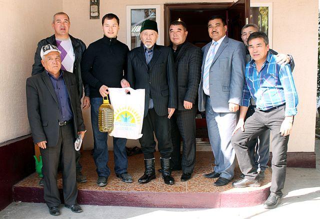 Близкие родственники и внук Турысбекова в этот день встретились с теми людьми, которые хорошо знали и работали вместе с Каусбеком Турысбековым