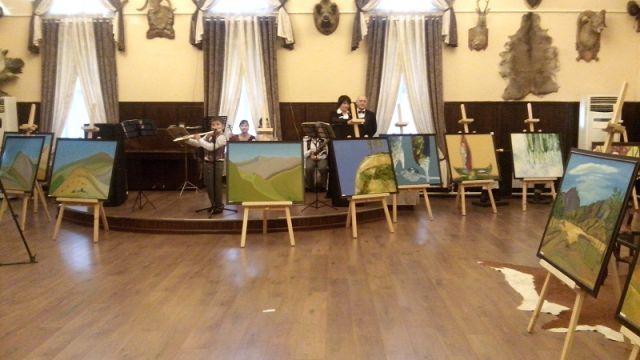 Среди своих работ Карлыгаш особенно выделяет «Ворота в Туркестан»
