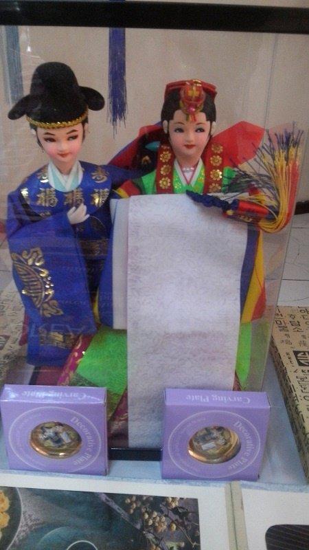 Праздничные костюмы жениха и невестыПраздничные костюмы жениха и невесты