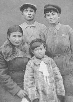 1943 год. Семья Молдашбаевых