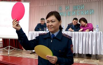 Шымкентские полицейские проводят уроки в школах