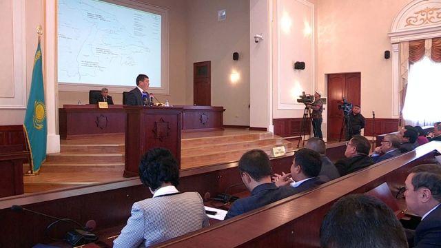 Название нового района - КАРАТАУ! Этот вопрос сегодня, 27 ноября 2014 года, рассмотрели народные избранники на 33-й внеочередной сессии Южно-Казахстанского областного маслихата.