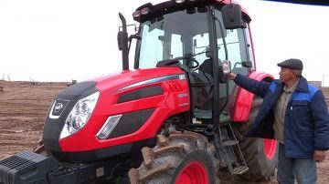 трактор марки KIOTI