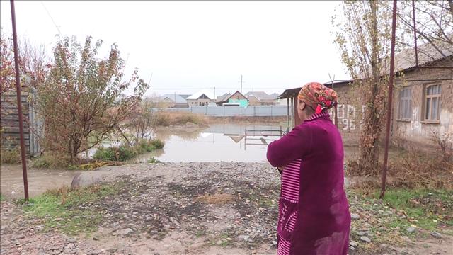 Жители мкр Самал 3 не могут выйти и зайти в свои дома