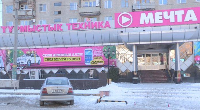 В день независимости Казахстана, магазин
