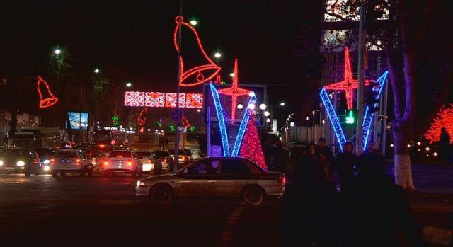 Украшать улицы начали с 15 декабря