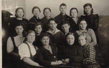 Студенты, в числе которых была Анна Фомина, дежурили на постах, боролись с пожарами, держали противовоздушную оборону