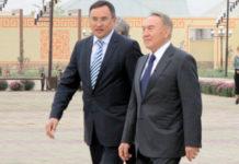 Аскар Мырзахметов и Нурсултан Назарбаев в парке Независимости