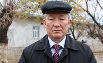 Аким Сарыагашского района Бухарбай Парманов.