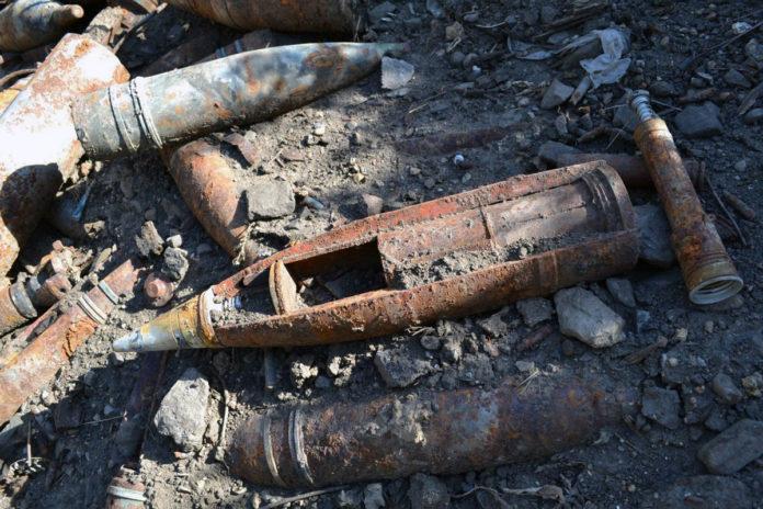 В шымкентском пункте приема металлолома нашли два снаряда