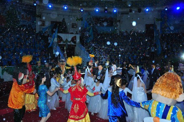 Зажигательные танцы притягивают детей и взрослых, не стал исключением и аким области
