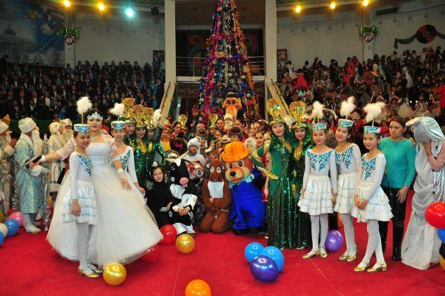 Настоящей новогодней сказкой стала президентская елка для 200 маленьких жителей Южно-Казахстанской области