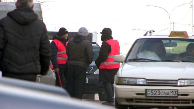 Водители паркуются в нарушение правил ПДД