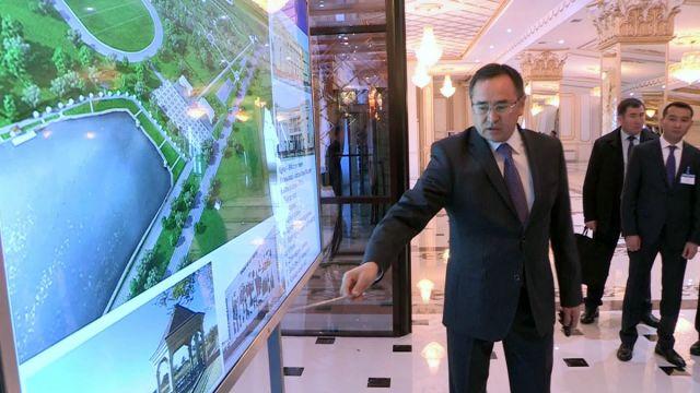 Глава государства посетил новые объекты в деловом центре Шымкента
