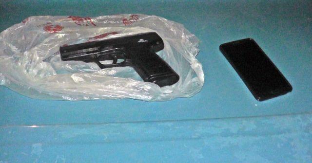 Телефон и пистолет, оружие