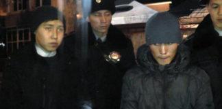 20-летние разбойники забрали у прохожего телефон угрожая оружием