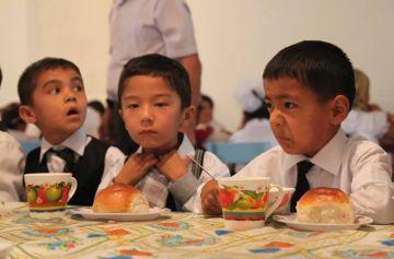 Если в прошлом году питание одного учащегося стоило 147 тенге, то в этом году через маслихат и по согласованию с областью сумма увеличена до 218 тенге
