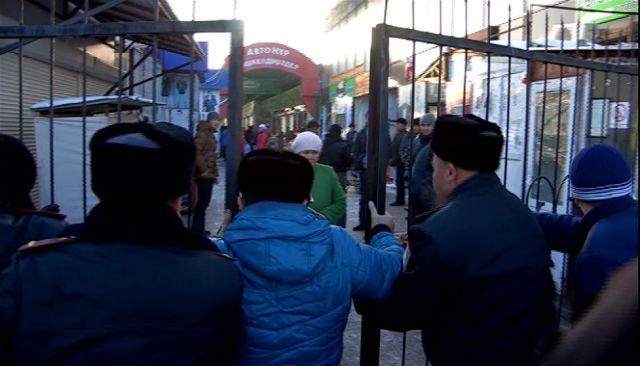 Полиция Шымкента вышла на борьбу с нелегалами