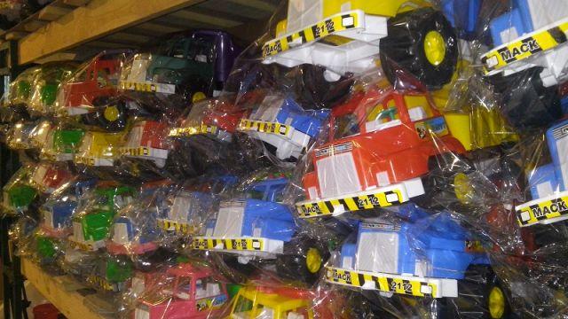 В месяц на заводе изготавливают почти 4 тысячи игрушечных машин