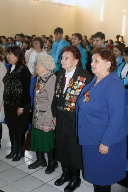 В гимназии № 8 прошло торжественное мероприятие, посвященное дате полного освобождения города-героя Ленинграда от фашистской блокады
