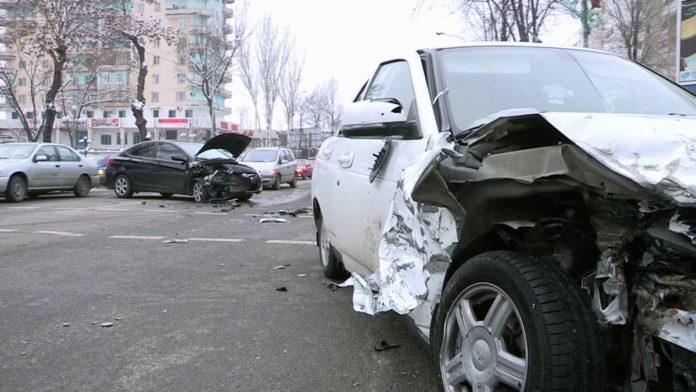 ДТП произошло в час-пик на центральной улице Шымкента