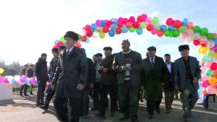 Подарки к Новому году получили жители Толебийского района