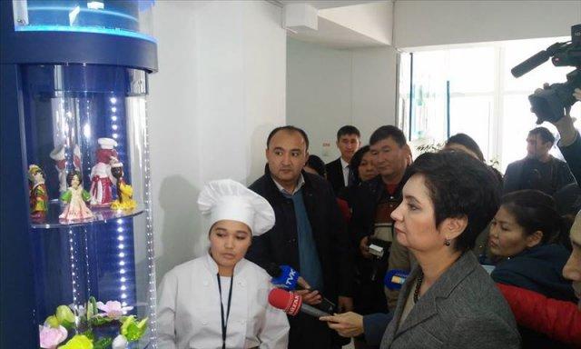 Студенты кулинарного колледжа продемонстрировали гостье свои работы