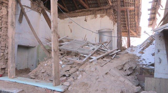 На месте жилого дома развалины