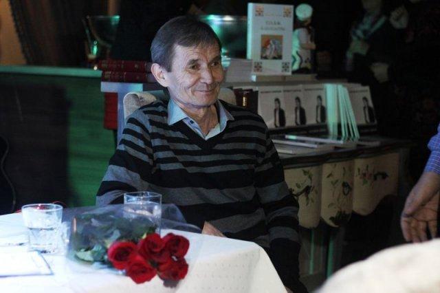 Виновник торжества - поэт, композитор, исполнитель Мырзамырат Кушербаев