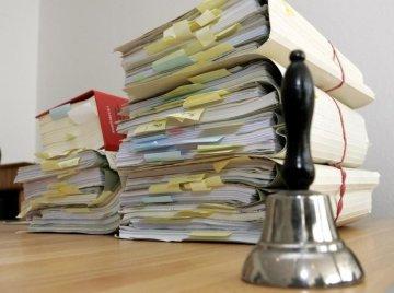 Бывший судоисполнитель из ЮКО оштрафован на 2 млн тенге