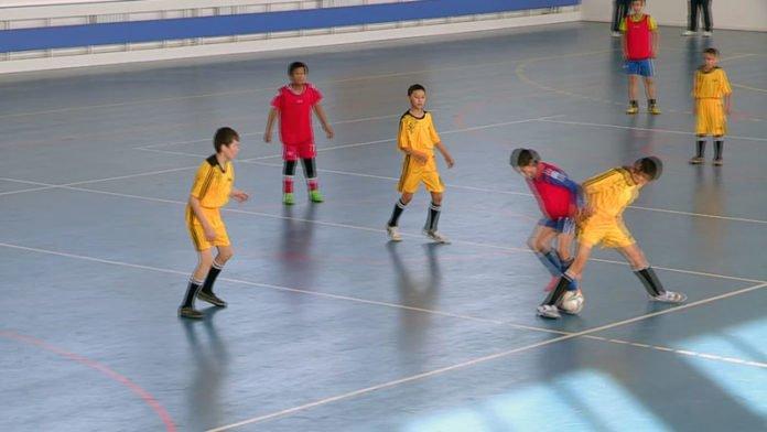 Юные мастера кожаного мяча выявляли лучших в мини-футболе