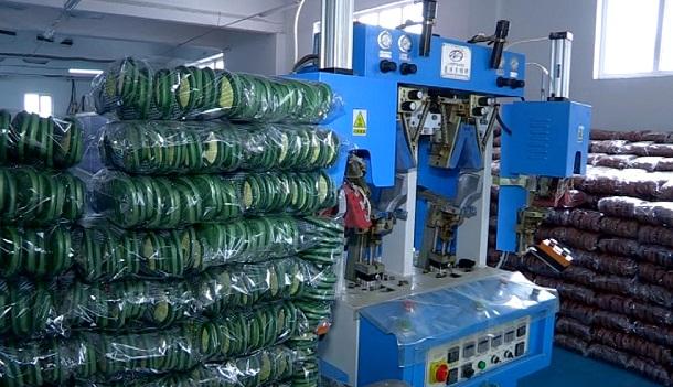 Ежедневно шымкентские швеи производят до полутора тысяч пар готовой продукции