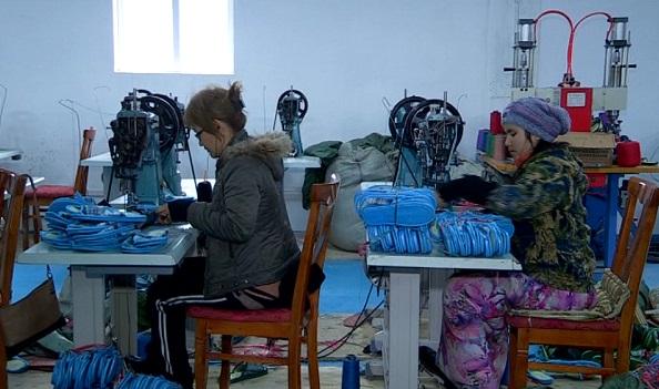В Южном Казахстане функционирует цех по производству домашних тапочек