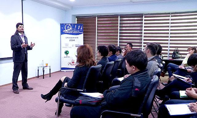 Известный бизнес-тренер Казахстана дал урок по делегированию шымкентским предпринимателям