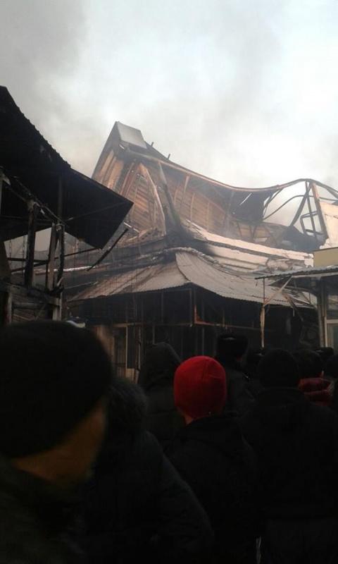 В Туркестане полностью сгорел центральный рынок